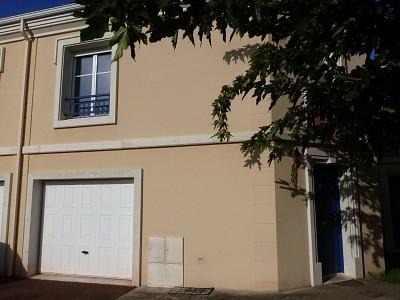 Maison T 4 avec garage et jardin A VENDRE - TOULENNE - 82,36 m2 - 173600 €