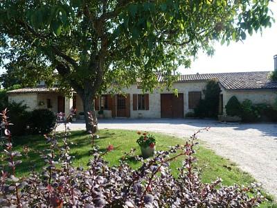 Propriété viticole + Maison + Appt  et bâtiments A VENDRE - LANGON - 95000 m2 - 920000 €