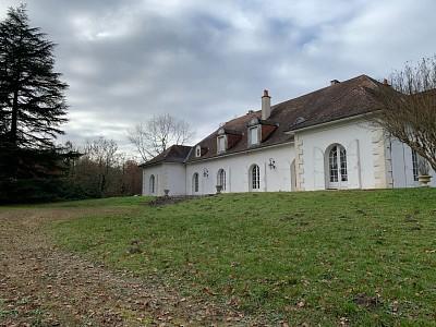 Demeure avec 2 habitations sur terrain 1.6 h A VENDRE - LANGON - 500 m2 - 598000 €