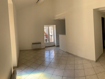 APPARTEMENT T2 A LOUER - LA BREDE - 35 m2 - 550 € charges comprises par mois