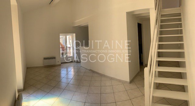 APPARTEMENT T1 A LOUER - LA BREDE - 31 m2 - 550 € charges comprises par mois